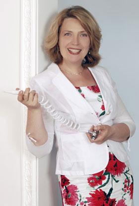Für Ihre Mundhygiene: Mag. Annette Schreiber vertreibt die Munddusche von Silonit in Österreich.
