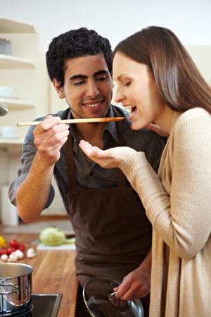 Wesentliche Gefahrenquellen für die Wohnhygiene stellen unter anderem Bakterien und Keime im Küchenbereich dar.