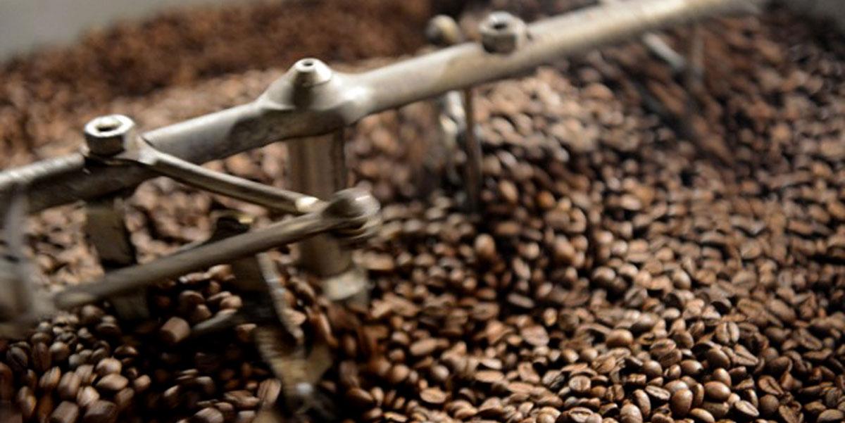 Arbeite mit Geduld und nicht zu großer Hitze - das ist eines der Geheimnisse beim Rösten von Kaffee.