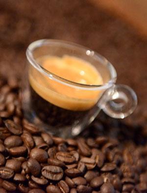 Kaffee hat mehr als 1.000 verschiedene Aromen.